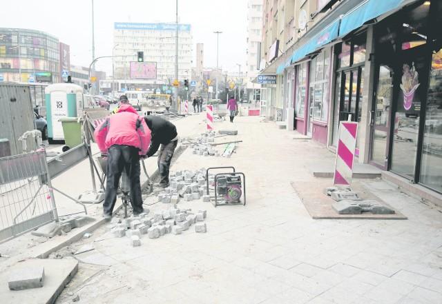 Prace przy budowie drogi dla rowerów przeciągają się. Jeżeli pogoda będzie sprzyjała, to roboty potrwają jeszcze kilka dni