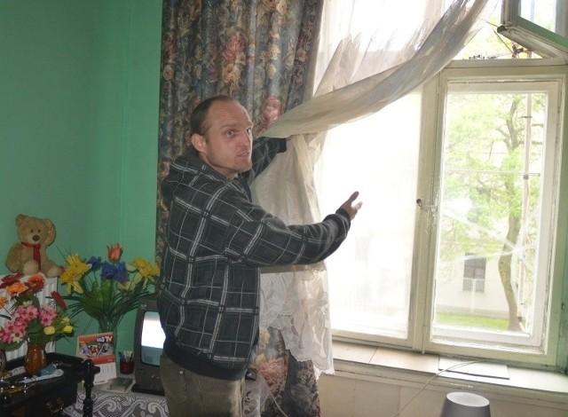 Michał Niewiadomski starania o wymianę okna rozpoczął 12 lat temu.