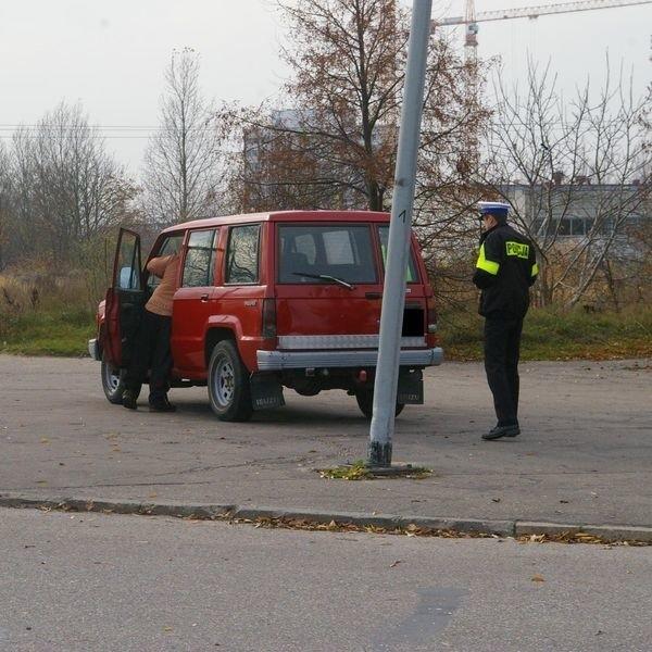 75-latkę potrącił kierowca terenowego isuzu.