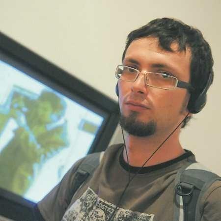 Rafał Wilk urodził się w Lubaniu. Jest absolwentem Wydziału Artystycznego UZ, gdzie studiował malarstwo i video.