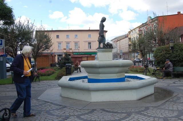 """Już nie tylko """"Ewka Konewka"""", czyli fontanna na rynku ma być wizytówką Nakła, także hejnał."""
