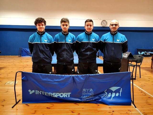 Tenisiści stołowi UKS Junior Miastko rywalizowali w Mistrzostwach Województwa Pomorskiego w  Gdańsku. Były medale.