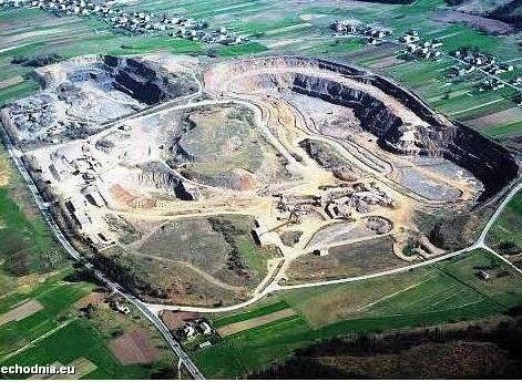 Pracownicy Kieleckich Koplani Surowców Mineralnych winią nowego właściciela, Dolnośląskie Surowce Skalne o niewypłacenie premii prywatyzacyjnej i pensji za wrzesień.