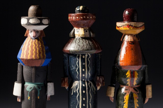 Figurki Żydów wykonane według projektu Zofii Stryjeńskiej