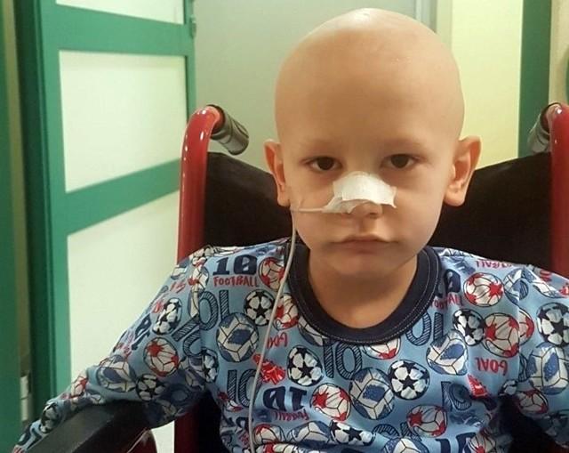 Natan Gajk z Sosnowca znany jest w sieci jako Pan Torpeda. 6-letni chłopczyk walczy z nowotworem