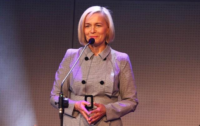 Tytuły wręczyła wicemarszałek Renata Janik nadzorująca pracę Ośrodka Polityki Społecznej