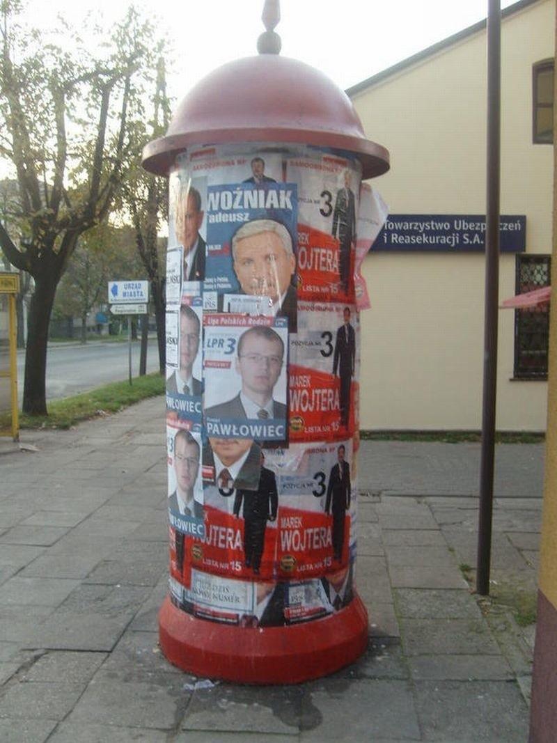 Chcesz Nakleić Plakat Na Słupie Płać Gazeta Współczesna
