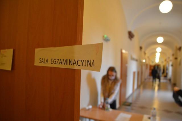 Matura 2020 - j.polski poziom podstawowy. Egzamin rozpoczął się 8.06.2020 r. o godz. 9