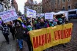 """Manifa Toruńska 2021. Skandowano: """"Aborcja jest nasza"""". Kto był i z jakimi hasłami? ZDJECIA"""