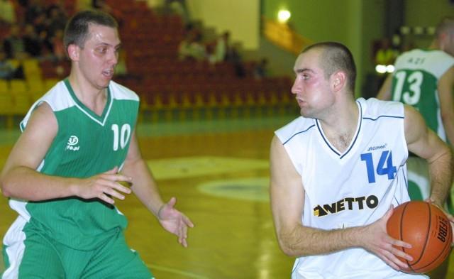 Trenerzy Spójni liczą na skuteczniejszą niż dotychczas grę Łukasza Bieli (z prawej).