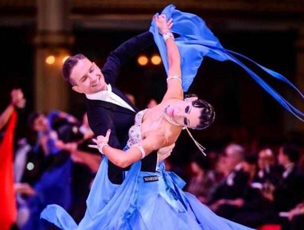 Andrzej Sadecki wraz z żoną Kariną Nawrot -Sadecką, jako para zawodowych tancerzy zdobyła wiele laurów.