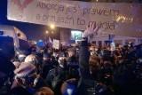 Łódź. Trzy śledztwa w sprawie ulicznych protestów w Łodzi. Prokuratura ustala, kto groził policjantowi śmiercią i spaleniem domu