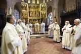 W katedrze poznańskiej odbyła się msza z okazji złotego jubileuszu kapłaństwa. Księża świętowali jubileusz 50-lecia kapłaństwa