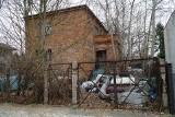 Składowisko śmieci na Wiosennej od kilkunastu lat uprzykrza życie mieszkańcom poznańskich Ogrodów. To wylęgarnia szczurów?