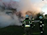 Pożar domu jednorodzinnego pod Gorzowem. Na miejscu interweniowało kilka jednostek straży pożarnej.