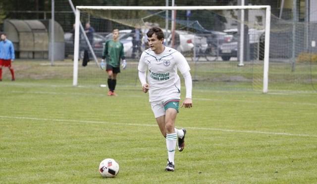 Piłkarze z Kup odnieśli drugie zwycięstwo w sezonie. Na zdjęciu obrońca Krystian Pudełko.