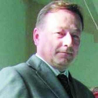 Andrzej Orzechowski jest posłem Rzeczpospolitej Polskiej. Mieszka w Ełku.