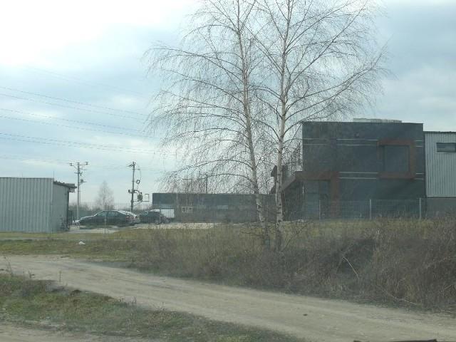 Nowy zakład i nowe miejsca pracy powstają w JędrzejowieNa niedawno utworzonych terenach inwestycyjnych powstały już dwa duże zakłady. W najbliższym czasie ma powstać kolejny.