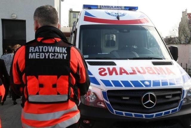 Za atak na ratowników medycznych sąd wymierzył karę 10 miesięcy ograniczenia wolności w postaci wykonywania nieodpłatnych prac społecznych w wymiarze 24 godzin miesięcznie.