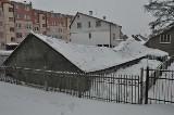 Dach runął. Trzeba sprzątać śnieg, żeby nie było wypadku. (zdjęcia)