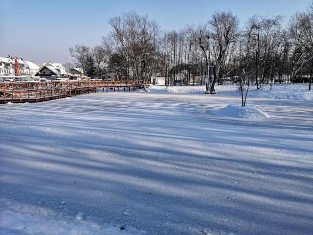 Park Duchacki położony jest w Krakowie w dzielnicy Wola Duchacka, przy ul. Estońskiej