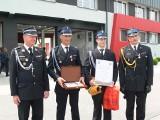 Ojciec z synem, druhowie z Gałkowic uratowali życie mężczyźnie  na giełdzie w Sandomierzu. Podczas święta strażaków zostali nagrodzeni