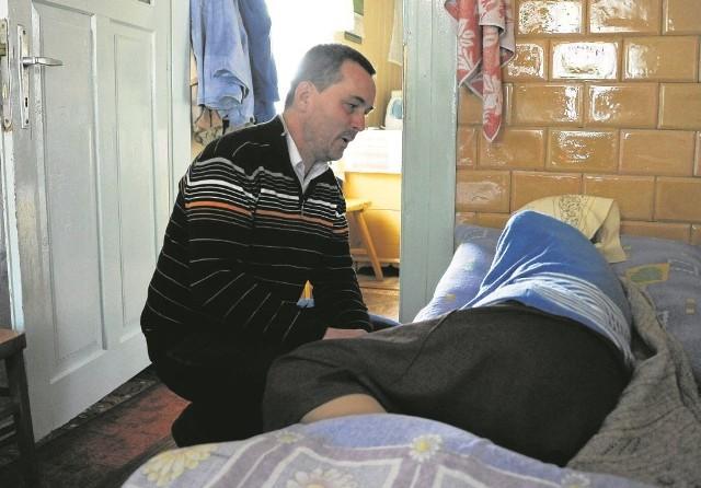 Niektórzy nasi podopieczni wymagają stałej opieki. Dlatego chcemy wybudować ośrodek stacjonarny  - mówi dr Paweł Grabowski, lekarz z hospicjum w Nowej Woli.