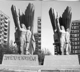 Dąbrowa Górnicza w latach 90-tych ubiegłego wieku. Sławny pomnik Jimiego Hendrixa i inne unikatowe ARCHIWALNE ZDJĘCIA