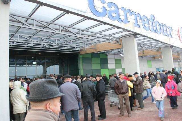 """""""Gdy upadną obecni najemcy firma Carrefour będzie miała problemy ze znalezieniem kolejnych. (...) Ten proces już się rozpoczął"""" - z pisma kupców z Galerii Zielone Wzgórza do zarządu Carrefour Polska."""