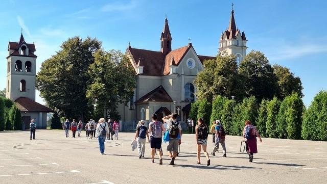 Tegoroczny sezon akcji rozpoczął się w maju i potrwa niemal do końca października. W sumie to ponad 20 weekendowych wycieczek po nizinnych i górskich szlakach Małopolski