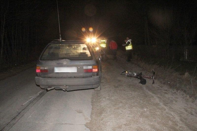 W wyniku obrażeń rowerzysta zginął na miejscu. 33-latek kierujący volkswagenem był trzeźwy. Białostoccy policjanci szczegółowo wyjaśniają przyczyny i okoliczności tego  tragicznego zdarzenia.