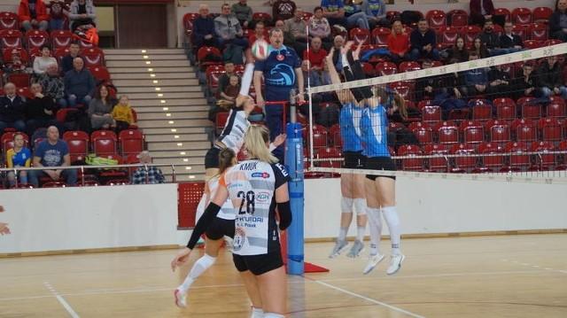 Siatkarki KSZO Ostrowiec przegrały 0:3 ostatni w tym sezonie mecz na wyjeździe.