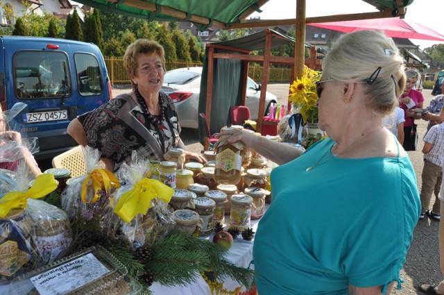 Pszczelarstwo to jedno z bogactw Pojezierza Drawskiego, a miody drahimskie zostały uznane za tradycyjny produkt regionalny chroniony przez Unię Europejską.