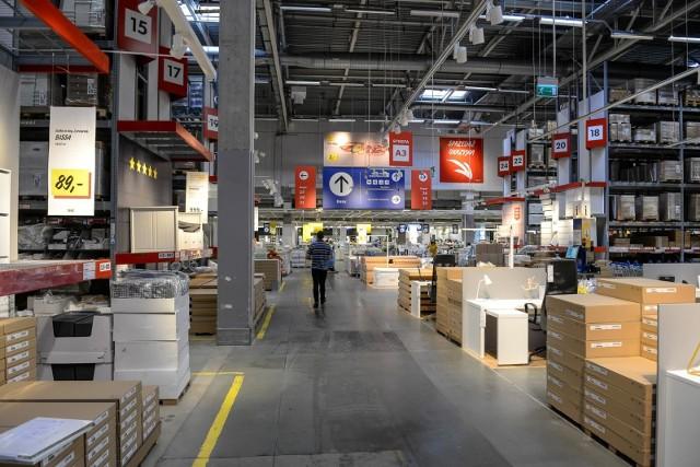 Ikea ogłosiła nowe promocje w sklepie we Wrocławiu. Na niektórych towarach można zaoszczędzić nawet kilkaset złotych. Sprawdź, jakie artykuły można kupić taniej w tym szwedzkim sklepie. W promocji są artykuły praktycznie ze wszystkich działów IKEA. Ceny z 10 sierpnia 2020 z IKEA we Wrocławiu.Zobacz na kolejnych slajdach, posługując się klawiszami strzałek, myszką lub gestami.