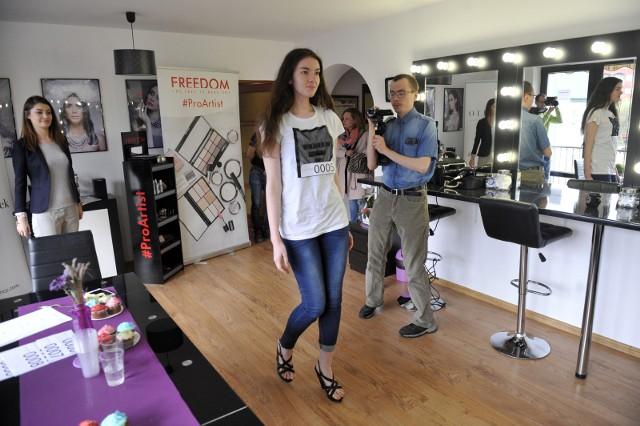 W Rzeszowie w Pracowni Estilo Paulina Popek odbył się dwudniowy cating na modelki i modeli. Z wyłonionymi najlepszymi kandydatami i kandydatkami agencja zamierza podjąć współpracę.