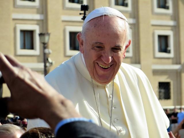 Zarówno Papież Franciszek, jak i Benedykt XVI zostali już zaszczepieni przeciw koronawirusowi – podało Biuro Prasowe Stolicy Apostolskiej.