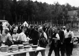 """""""Świat milczy, a obozy koncentracyjne mogą wrócić"""". Rozmowa z dyrektorem Muzeum Stutthof w Sztutowie"""