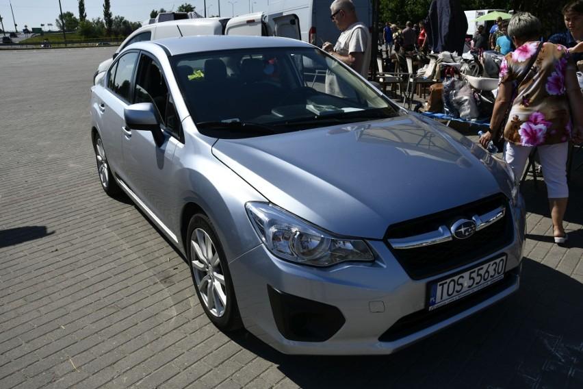 Szukasz samochodu? Zobacz, jakie auta można kupić na giełdzie w Sandomierzu [ZDJĘCIA]