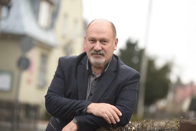 W dobie koronawirusa kolejne instytucje ograniczają zakres działania. Schemat postępowania w gminie Świdnica wyjaśnia wójt Krzysztof Stefański.