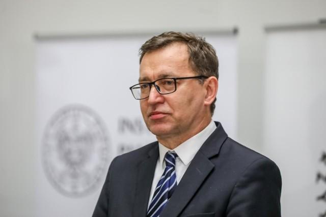 Jak podało radio RMF obecny szef Instytutu Pamięci Narodowej Jarosław Szarek nie ubiega się o ponowny wybór na to stanowisko.