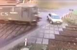 O włos od tragedii na przejeździe kolejowym. Pociąg zderzył się z samochodem osobowym FILM z MONITORINGU