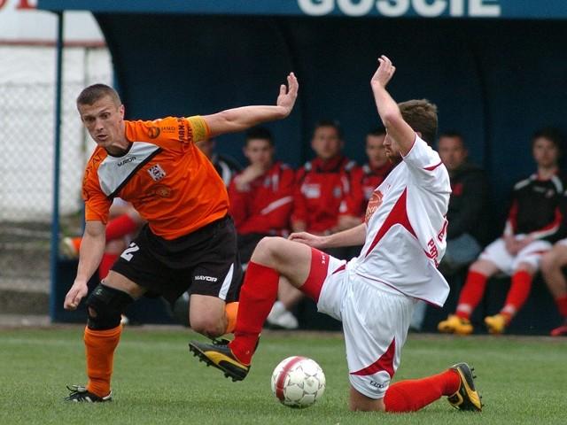 Czarni Jasło (na pomarańczowo) przegrali u siebie w środę z Orłem Przeworsk 0-2
