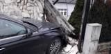 Nowe Kramsko. Samochód osobowy uderzył w mur posesji [ZDJĘCIA]