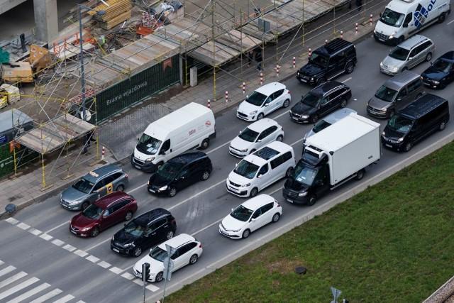 Warszawa znalazła się na 10. miejscu niechlubnego rankingu. Rocznie kierowca średnio marnuje w korkach w stolicy aż 173 godziny [RANKING]