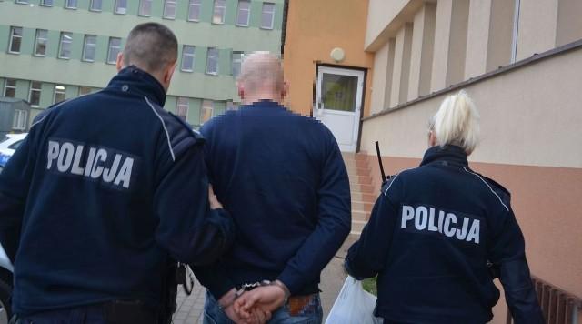 Dwóch podejrzanych siedziało już za kratami za podobne przestępstwo. Za ostatni rabunek odpowiedzą w warunkach recydywy, co oznacza, że grozi im ponad 12 lat więzienia.