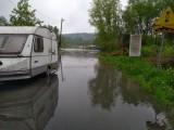 Spytkowice. Wisła wylała w okolicach przeprawy łączącej powiaty wadowicki i chrzanowski. W Oświęcimiu woda opada [ZDJĘCIA] AKTUALIZACJA