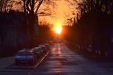 Zjawiskowy zachód Słońca nad Kielcami. Zobacz! [WIDEO]