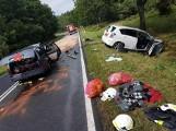 Dziadkowo: Wypadek na drodze krajowej nr 15 - zginął ksiądz z Krotoszyna, 7 osób rannych, w tym dzieci [ZDJĘCIA]