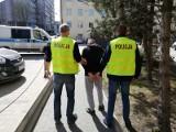 Zatrzymano 8 pseudokibiców, którzy wzięli udział w ustawce w parku przy ul. Konstytucyjnej. Zgubili ochraniacze na zęby...