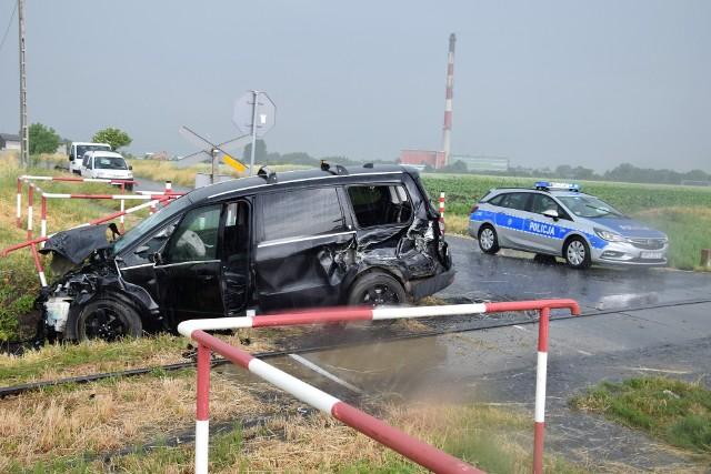 Do zderzenia drezyny z osobowym vanem doszło na niestrzeżonym przejeździe kolejowym przy ul. Popowickiej w Inowrocławiu